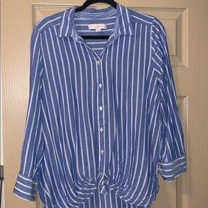 ❤️Super cute LOFT tie front button up shirt!